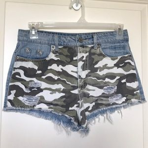 ⭐️BDG High Rise Dree Cheeky Camo Denim Shorts Sz29
